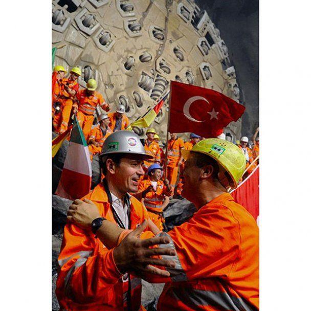 В Швейцарии проложили самый длинный тоннель в мире
