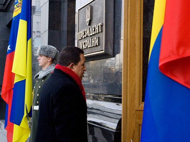 Уго Чавес прибув в Україну