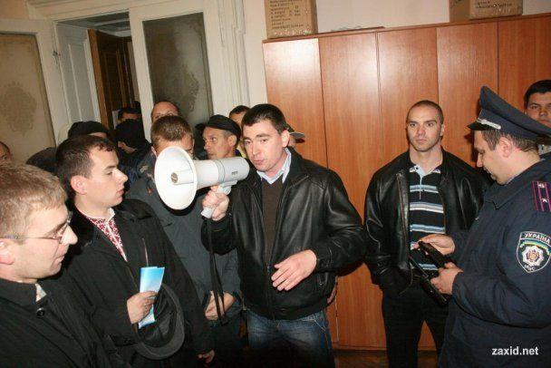 """У Львові швидка забрала члена тервиборчкому, який блокувала """"Свобода"""""""