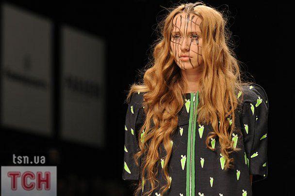 На UFW моделі в навушниках від Lady GaGa та з травою на обличчі