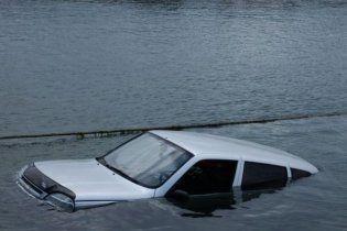"""На Запоріжжі затонула """"Нива"""", троє людей загинули"""