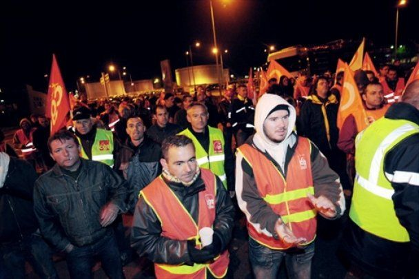 Влада Франції кинула на демонстрантів спецназ