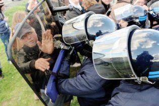Французские жандармы разблокировали один из нефтезаводов: есть раненые