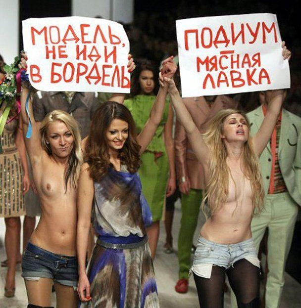 Голі активістки FEMEN вийшли на подіум UFW
