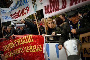 Тысячи митингующих устроили под Верховной радой День гнева