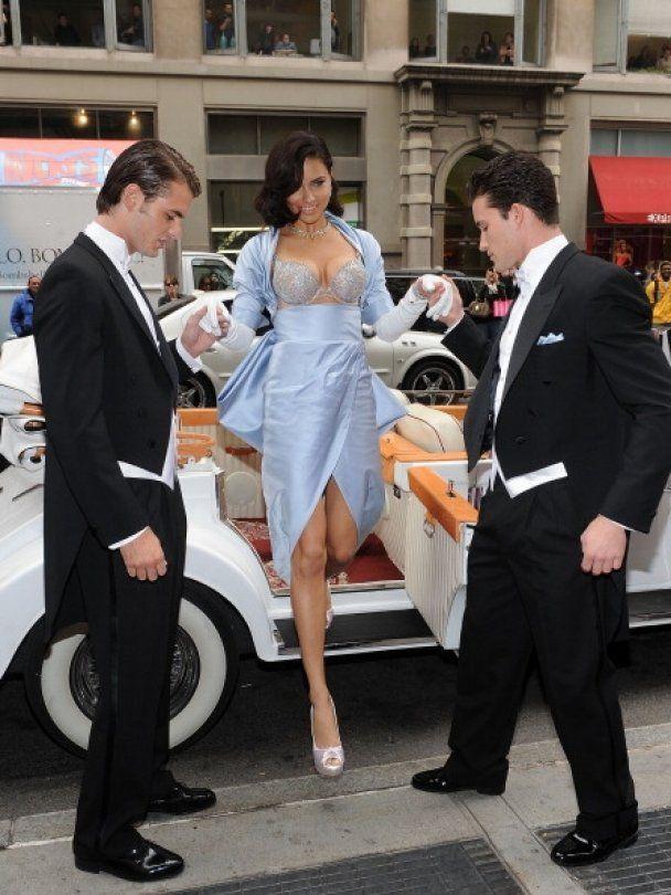 Адріана Ліма показала бюстгальтер за 2 млн доларів