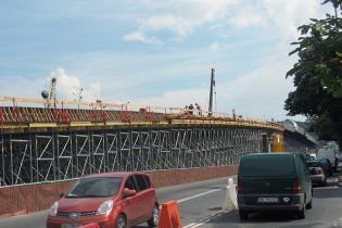 У Києві відкрили рух на Набережно-Хрещатицькій естакаді