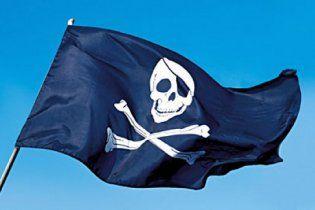 Захваченный сомалийскими пиратами танкер с украинцами движется к Сомали
