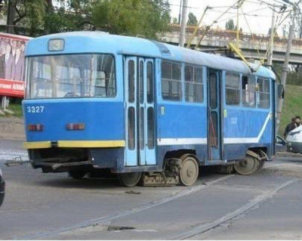 В Одессе трамвай протаранил маршрутку