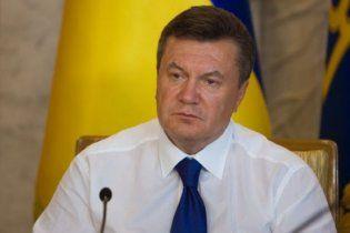Янукович летал на любимом вертолете ЦРУ и ФБР