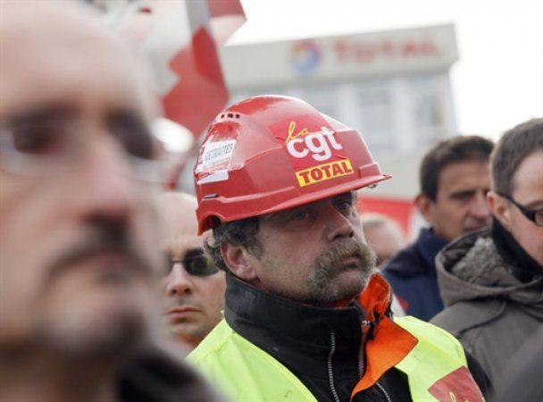 Усі паливні сховища Франції звільнені від страйкарів