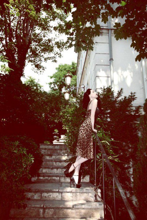 Жіночна фотосесія Діти фон Тіз для Grazia