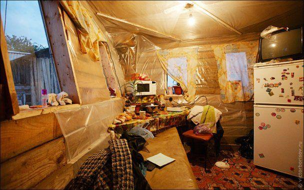 Росіянин без жодних креслень побудував будинок-корабель