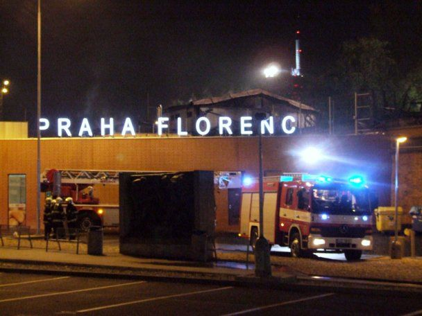 Неподалік від празького вокзалу згоріли 8 безпритульних
