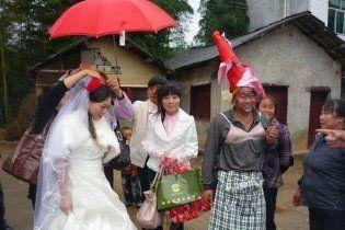 Близько півтисячі китайців отруїлися на весіллі