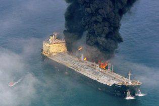 Біля берегів Британії горить судно з 111 рибалками на борту