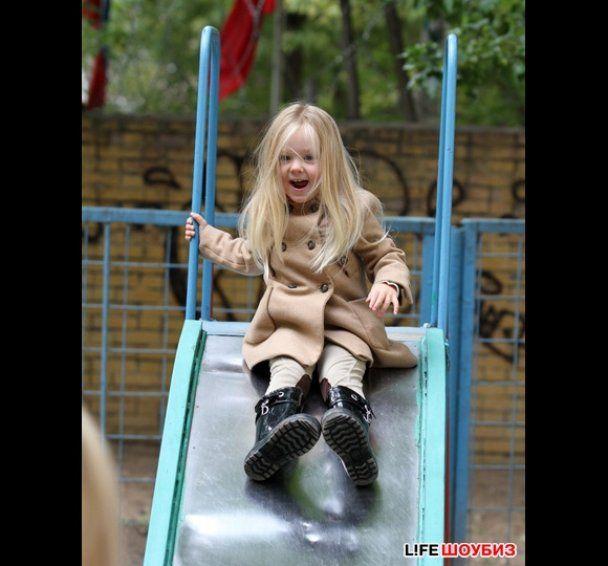 Глюкоза сняла в клипе 3-летнюю дочь