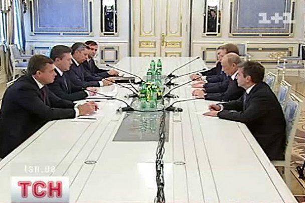 Обнародованы версии, откуда у Путина синяки на лице