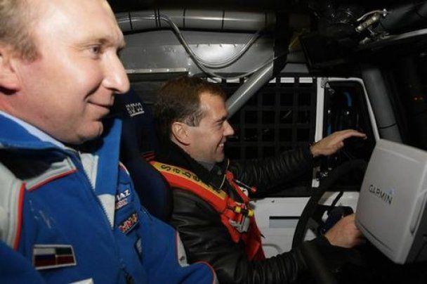 "Медведев покатался на спортивном ""КАМАЗе"""