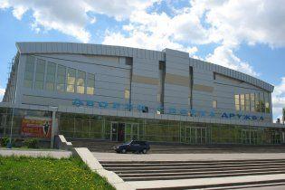 Азаров починит донецкий дворец спорта, где на Януковича чуть не упал потолок