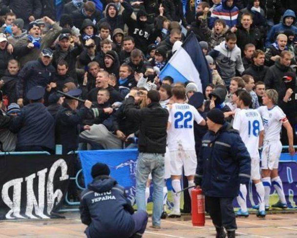 """Футболісти розбороняли бійку фанатів і """"Беркуту"""""""