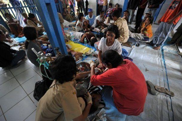 Кількість жертв цунамі в Індонезії перевищила 400 людей