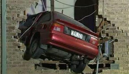 Житель Австралии утром обнаружил на своей кровати автомобиль