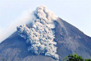"""Новое извержение в Индонезии - проснулся """"сын Кракатау"""""""