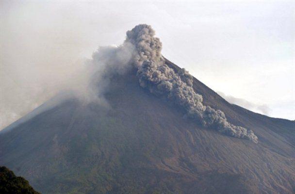 В Индонезии началось новое извержение вулкана