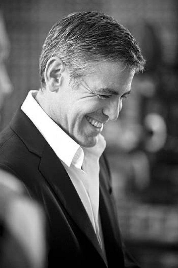 Джордж Клуни рекламирует кофе