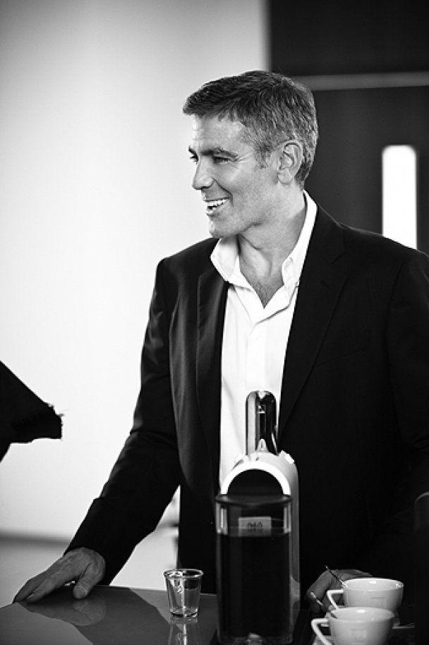 Джордж Клуні рекламує каву