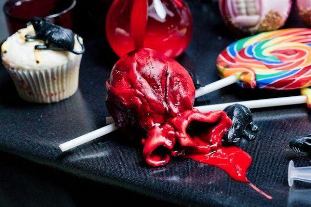 Лондонські кондитери спекли 666 страшних тістечок