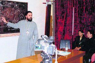 Київський священик, який ґвалтував прихожанок, переховується в Америці