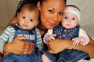 Британка народила двійнят з різним кольором шкіри