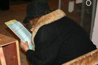 На избирательных участках украинцы матерятся и рвут бюллетени