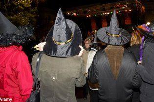 Британская полиция выпустила инструкцию о правилах поведения с ведьмами