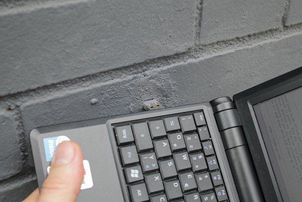 "Для ""шпионского"" обмена файлами придумали USB-тайники"
