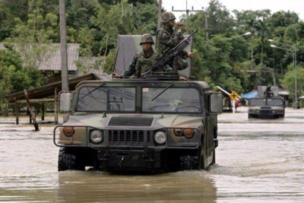Наводнения затопили юг Таиланда: в ловушке оказались тысячи туристов
