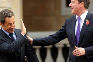 Саркозі з Кемероном домовилися ще трохи побомбити Лівію