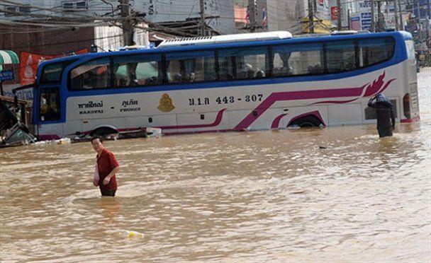 Через повінь у Таїланді потерпають тисячі людей