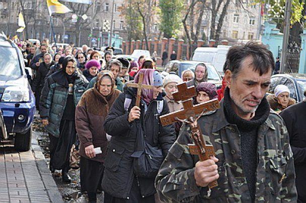 """В Киеве 300 бабушек провели """"Русский марш"""""""