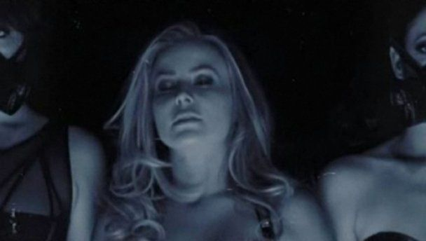 Кармен Электра снялась в клипе любимого
