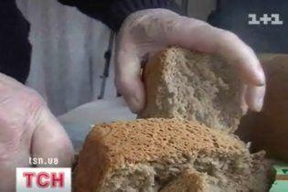 В Краматорске женщина нашла в хлебе целую тряпку