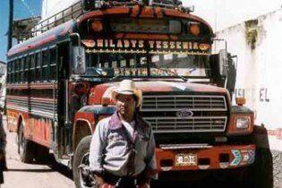 У Мексиці бензовозом розчавило пасажирський автобус