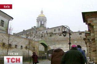 З Києво-Печерської лаври винесли золото та готівку