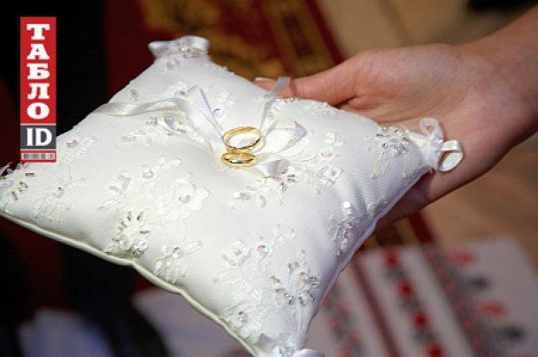 Довгий одружився на дочці депутата від ПР