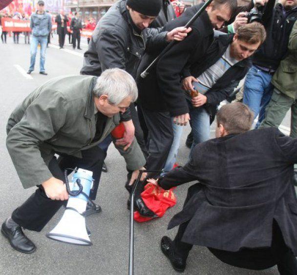 В Киеве подрались сторонники двух революций