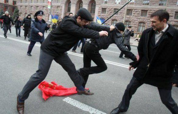 """На Хрещатику комуністи побились з """"помаранчевими""""_5"""