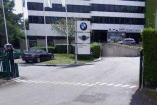 Озброєний чоловік захопив заручників в офісі BMW у Франції