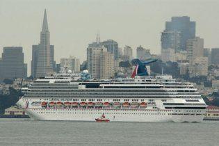 Круизный лайнер с тысячами пассажиров терпит крушение в Тихом океане